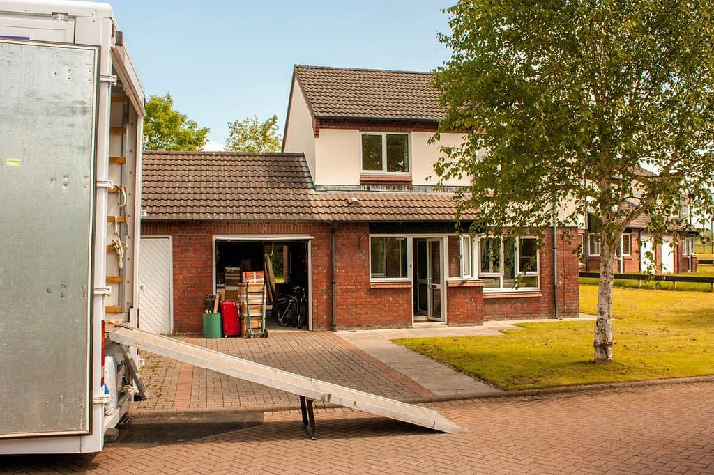 Verhuiswagen-uitladen-van-Verhuisbedrijf-Amstelveen